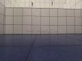 Ровный пол позволяет избежать подрезки стеновой плитки