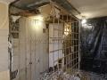 Демонтаж стен сантехнической кабины