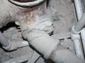 «Бандаж» из армированного скотча для лопнувшего канализационного раструба