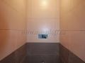 Интерьер туалета после укладки плитки