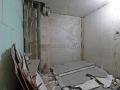 Процесс слома сантехнической кабины из АЦЭиДа